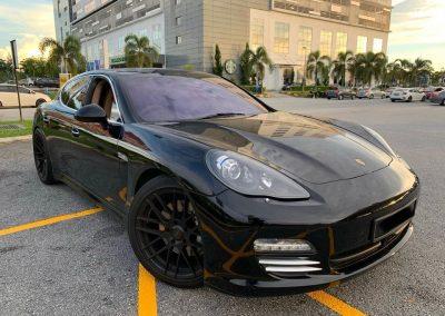 Rent Porsche Panamera 4S